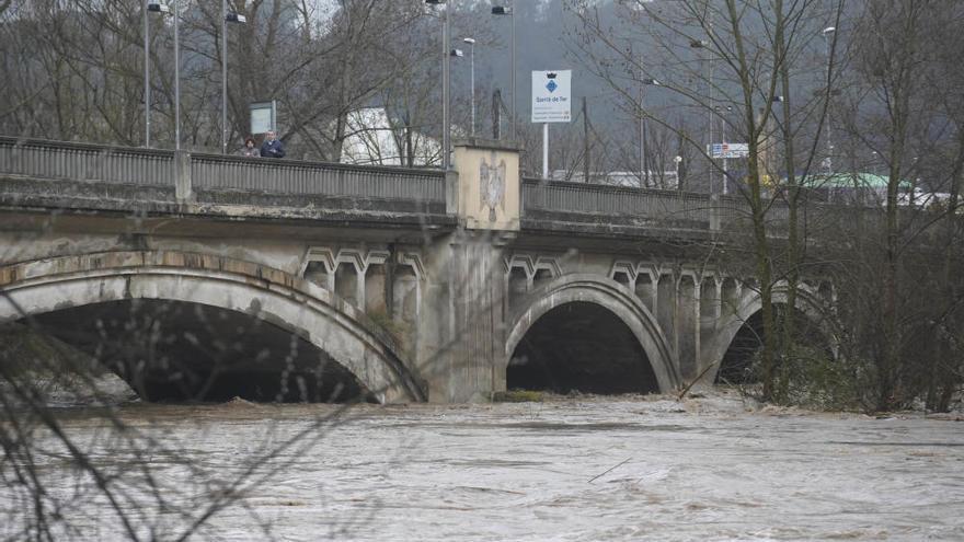 Un home de 31 anys mor ofegat quan es banyava al riu Ter a Girona