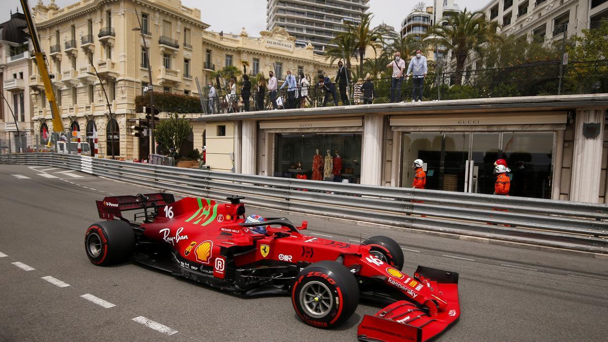 Leclerc brilla para Ferrari en Mónaco.