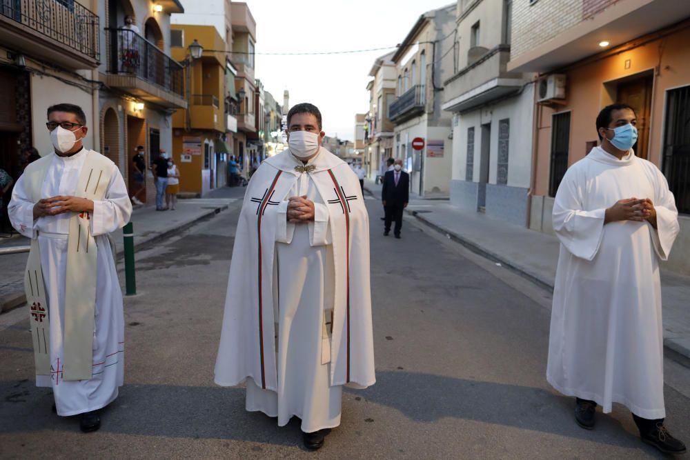 Procesión en la calle del Cristo de la Salud del Palmar