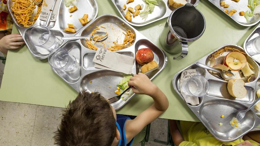 El Síndic admite la queja para que los beneficiarios parciales del comedor escolar reciban su cheque