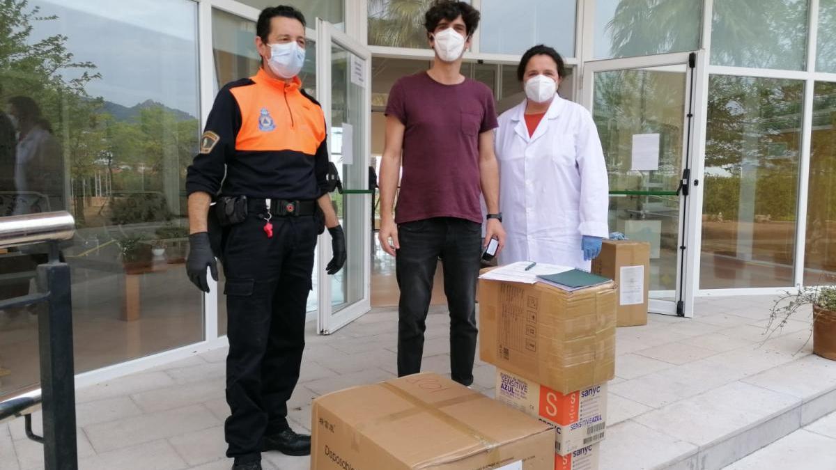 Protección Civil reparte material sanitario en residencias de mayores