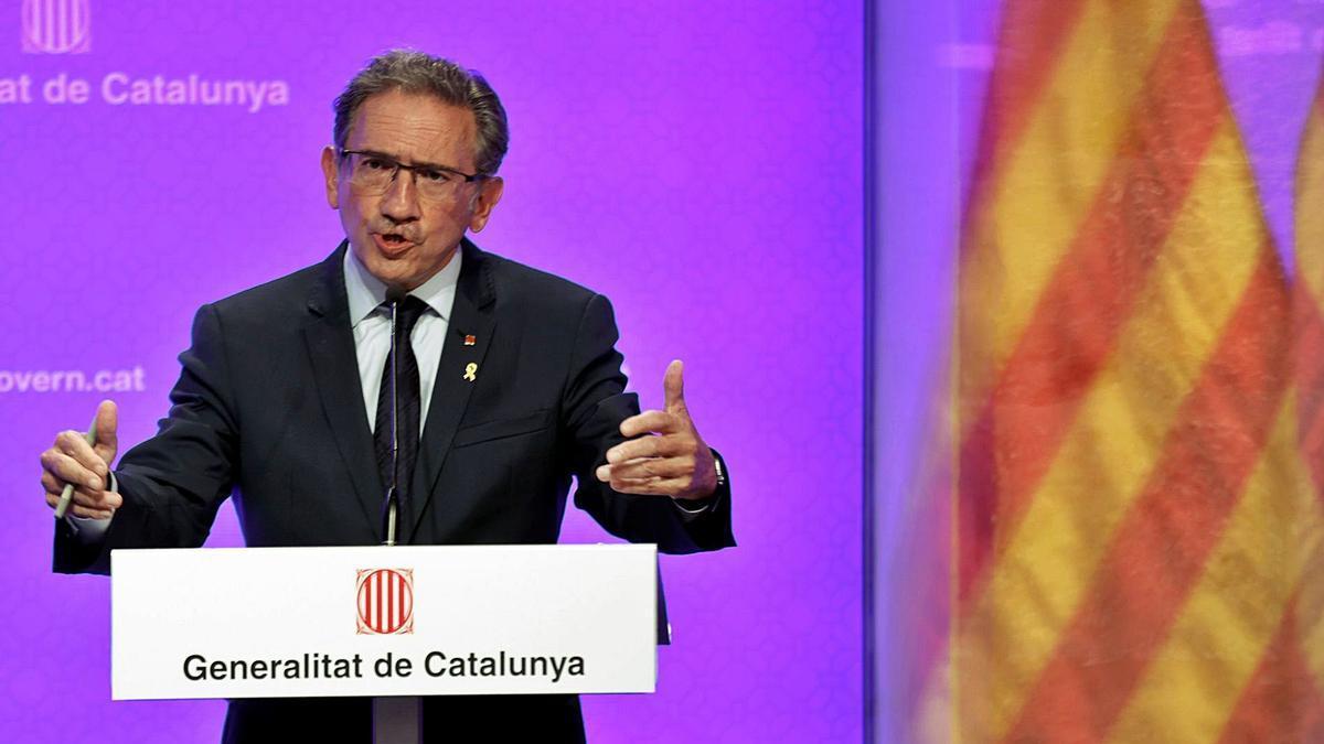 El conseller d'Economia, Jaume Giró, anunciant la mesura.   EFE