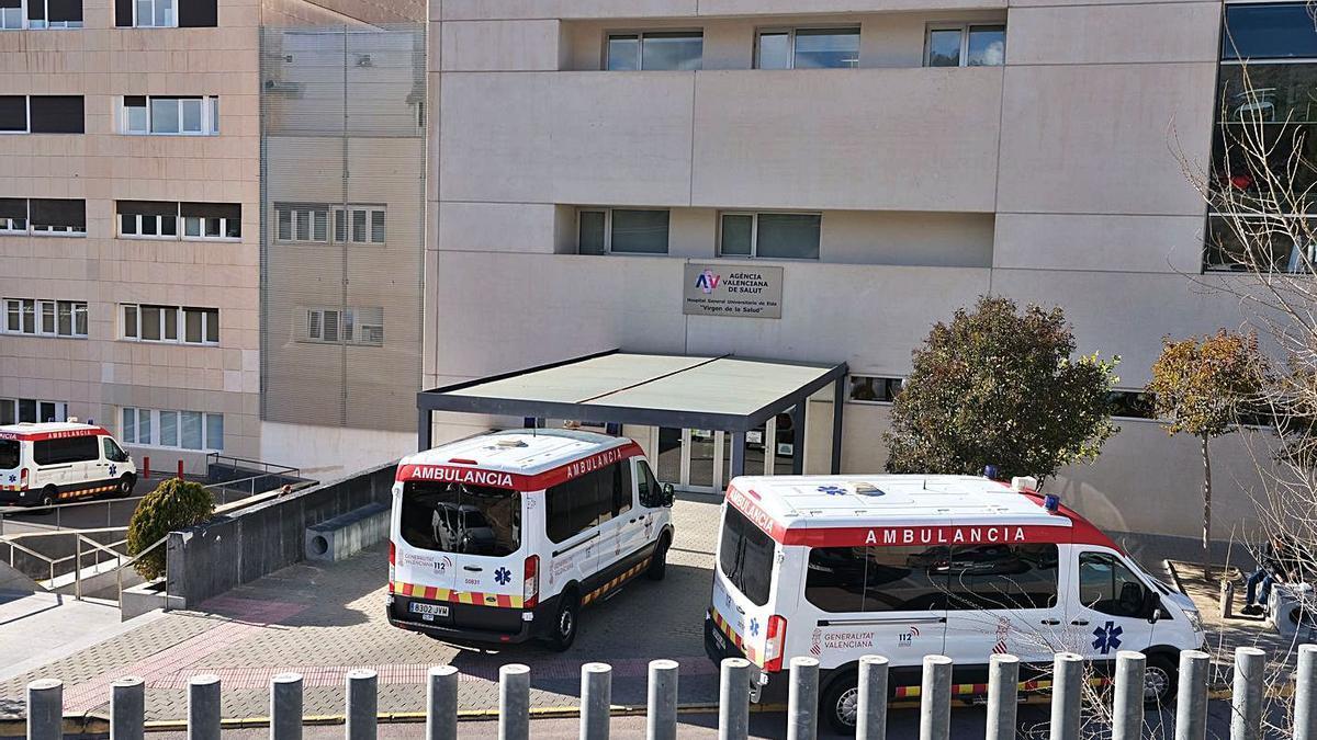 Ambulancias en el hospital de Elda