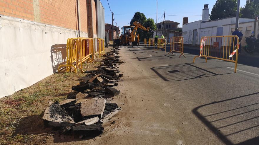 Benavente inicia la canalización de agua en la calle Gándara