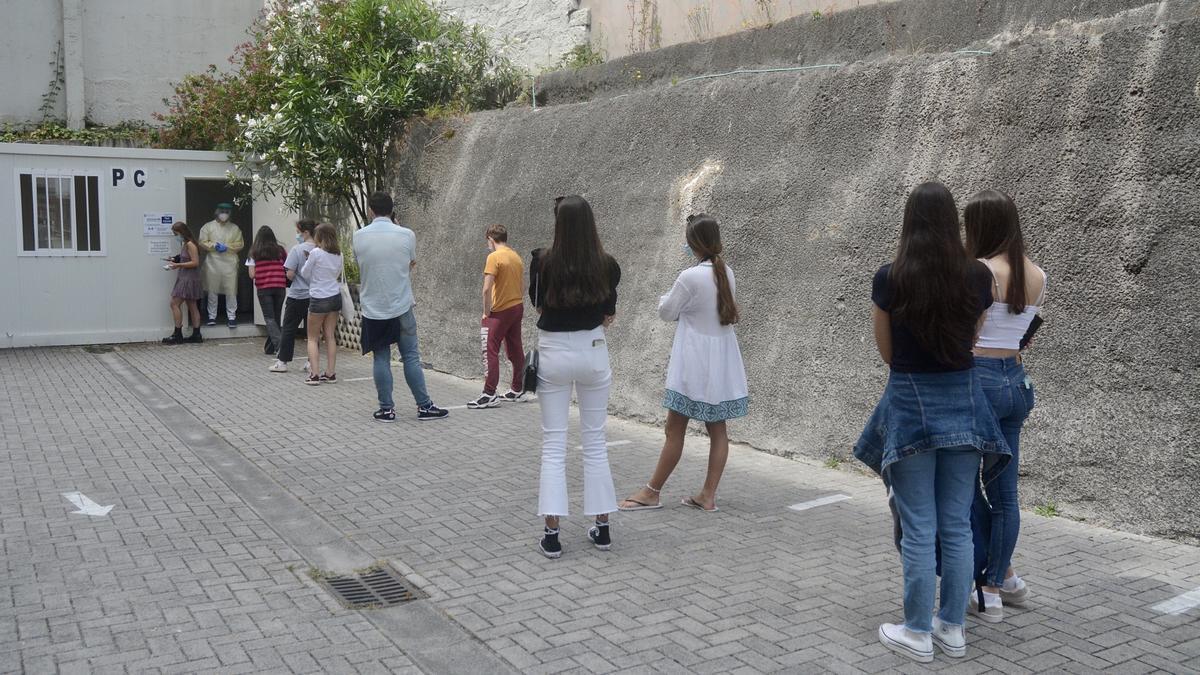 Cribado a estudiantes en el Hospital Provincial de Pontevedra