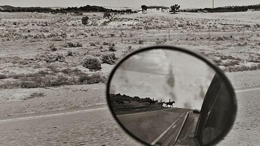Ojos Rojos muestra la fotografía de autor y mira a México