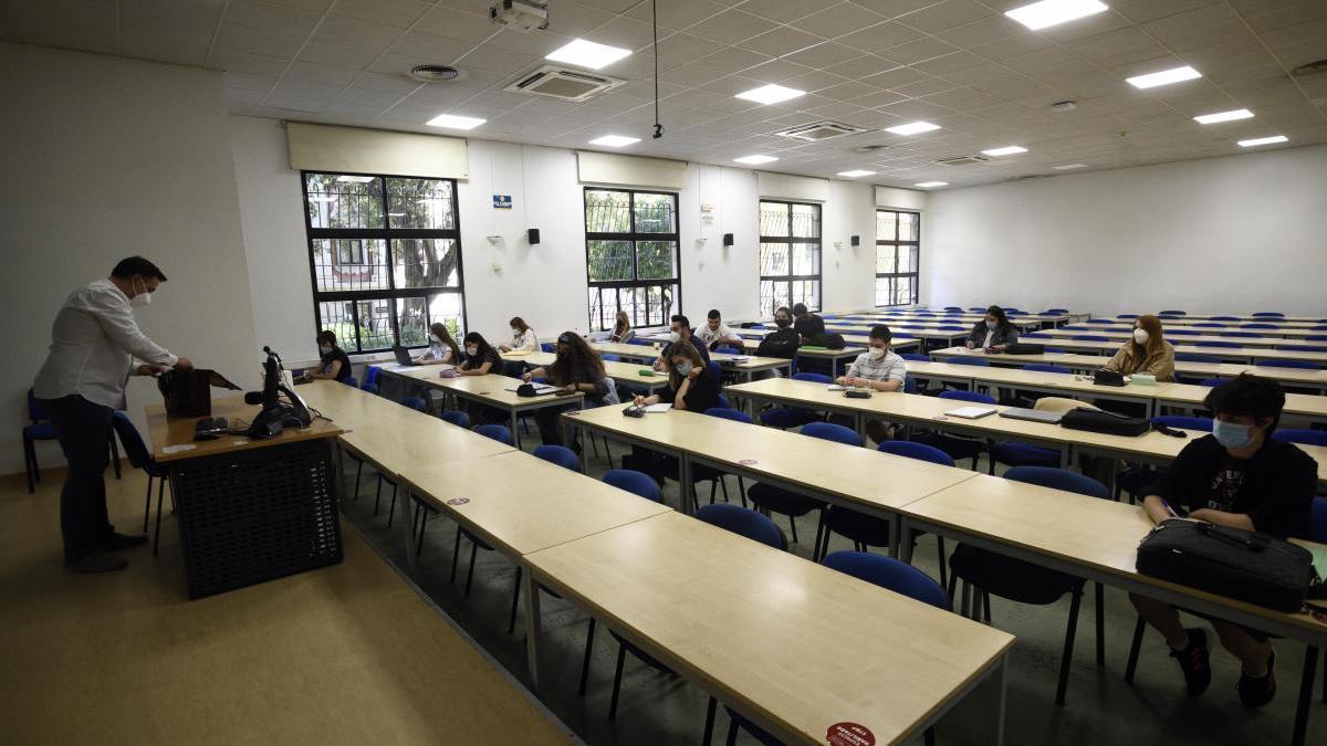 Los estudiantes piden a la UMU que analicen la viabilidad de los exámenes en las aulas