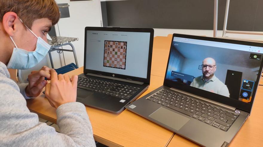 Un jove de la Seu d'Urgell crea un algorisme amb intel·ligència artificial per jugar a escacs amb l'ordinador