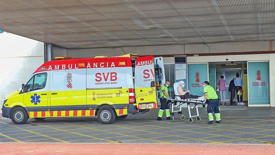 La negativa a abrir las habitaciones de refuerzo satura Urgencias del Hospital de Torrevieja