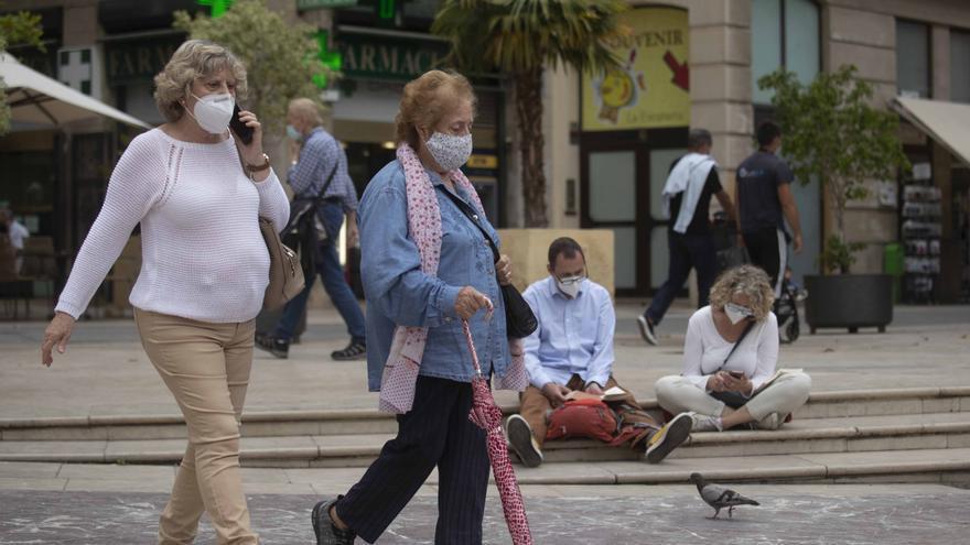 Los expertos recomiendan prescindir de la mascarilla en exteriores, pero sólo si hay distancia de seguridad