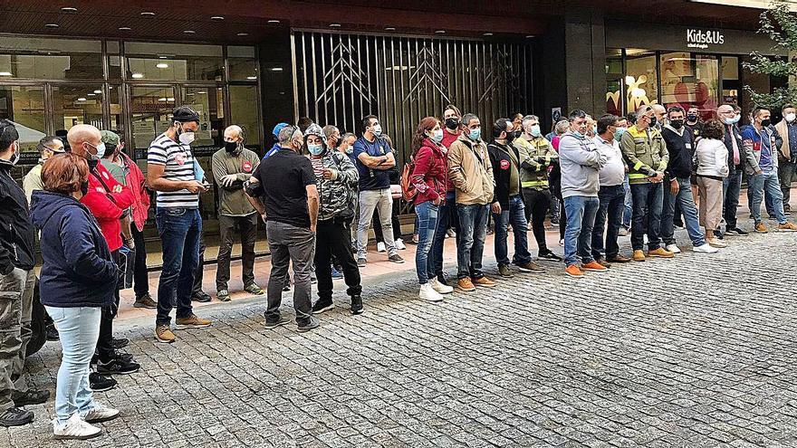 Los bomberos forestales piden mejoras laborales en Ourense