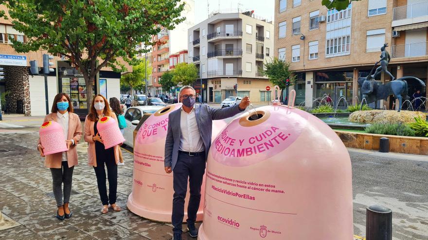 Caravaca participa en la campaña  'Recicla por ellas' con motivo del 'Día Mundial del Cáncer de Mama'