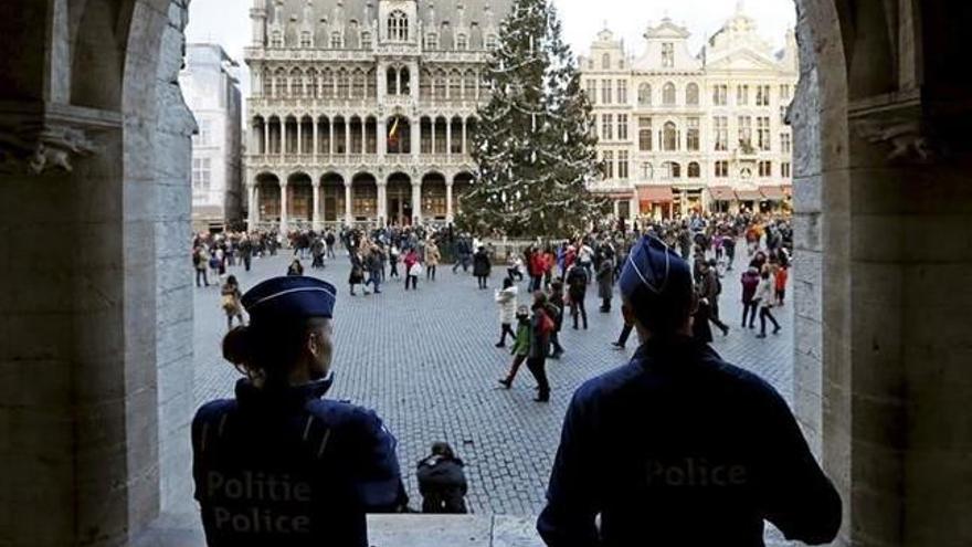 """La policía belga """"neutraliza"""" a un hombre con un cinturón de explosivos en el centro de Bruselas"""