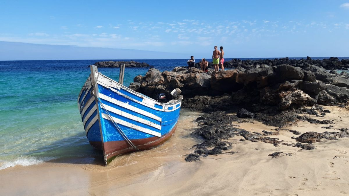 Patera en la playa de El Jablillo, en Costa Teguise.