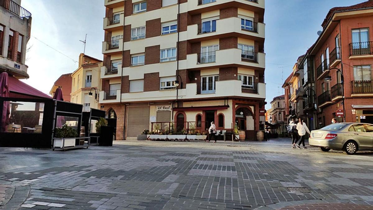 La plaza de Juan Carlos I, donde se realizará la renovación de la red de abastecimiento. | E. P.