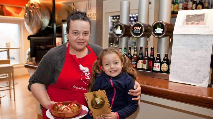 La cafetería Cervantes y Benedicta Fernández ganan el concurso de Les Cebolles Rellenes