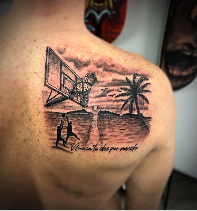 Dos jugadores de basket en las canastas de Samil, con las Cíes al fondo. // Pandora Von Lillian (Tatto The Game)