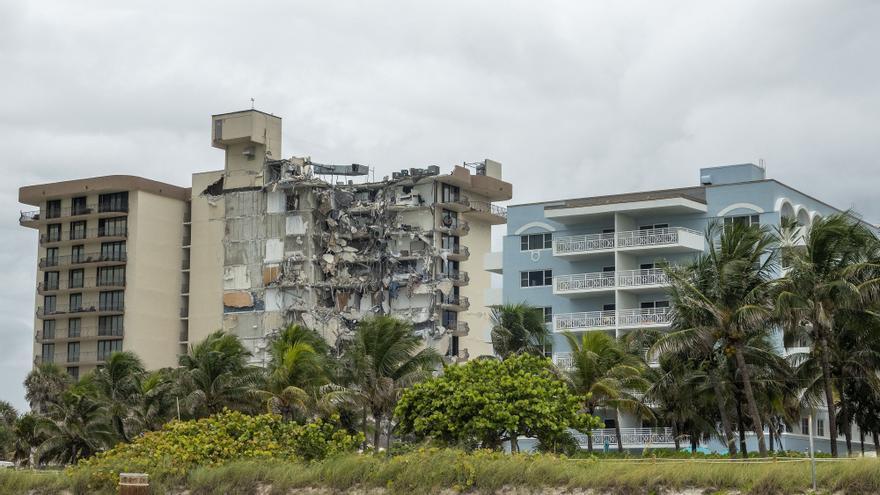 Más de 50 desaparecidos tras el derrumbe de un edificio en Miami Beach