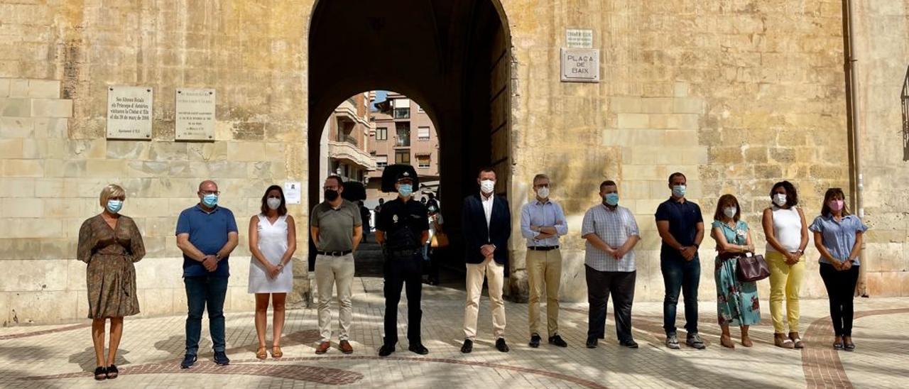 Minuto de silencio en Elche por el crimen machista de La Vila