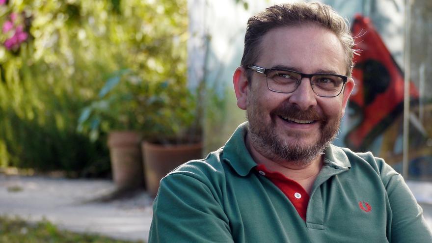 """Ramón D. Veiga: """"Botaremos en falta o Entroido pero podemos celebralo na casa"""""""