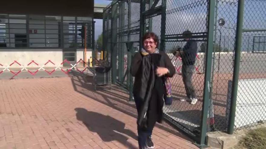 Dolors Bassa surt de la presó de Figueres per cuidar un familiar d'edat avançada