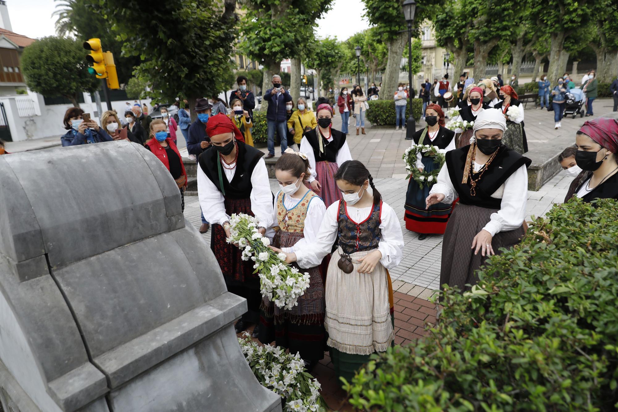 San Juan en Gijón: enramado de la fuente de Pelayo