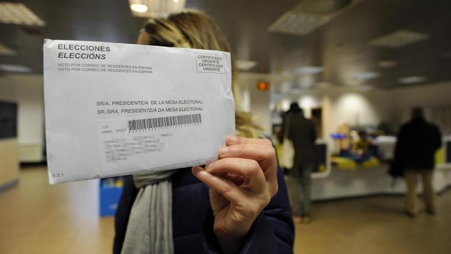 Correos abre sus oficinas para facilitar el voto por correspondencia