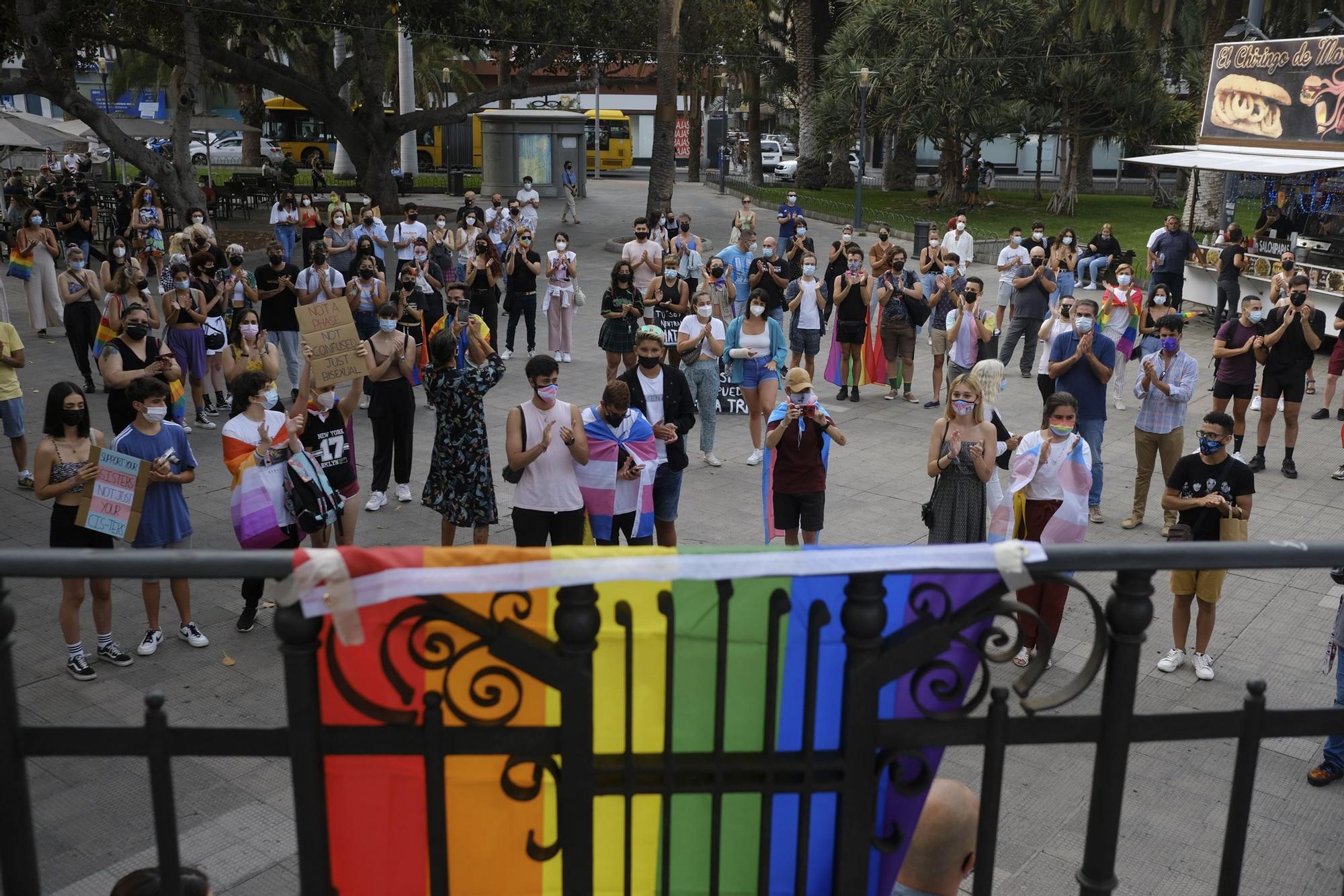 Concentración contra la LGTBIfobia en el parque de San Telmo