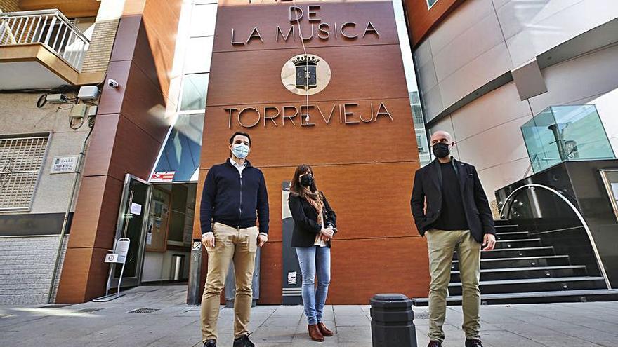 Torrevieja invierte 446.000 euros en reparar la fachada del Palacio de la Música