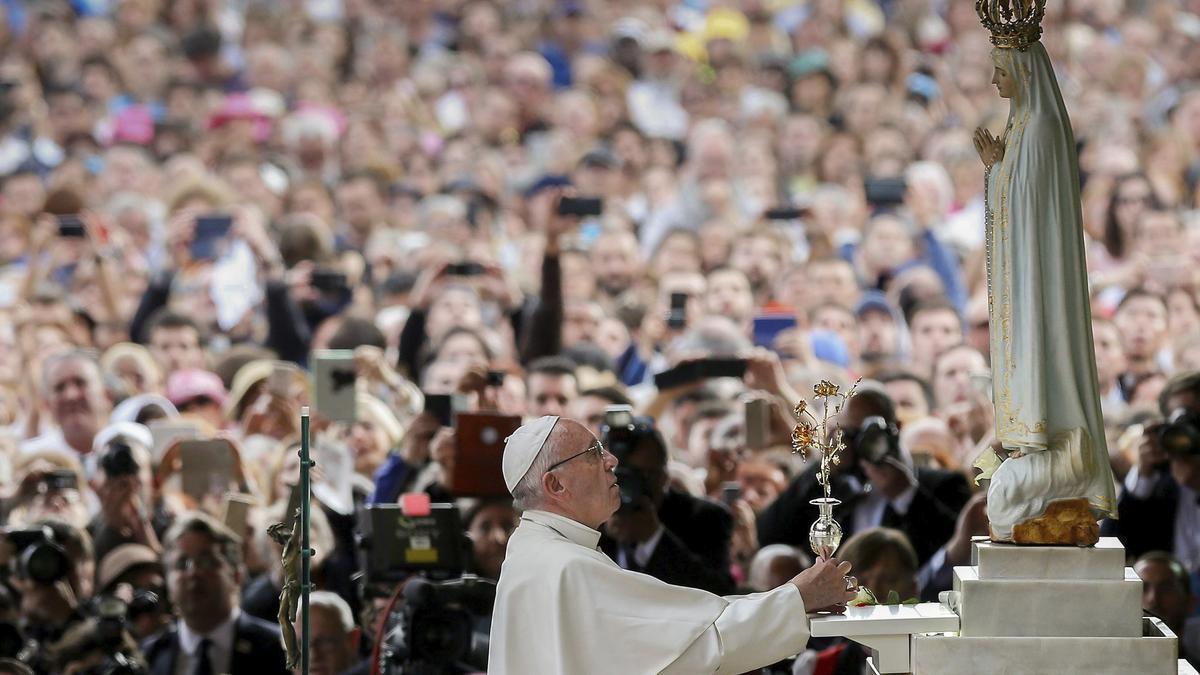 El Papa Francisco en el santuario de Fátima en 2017