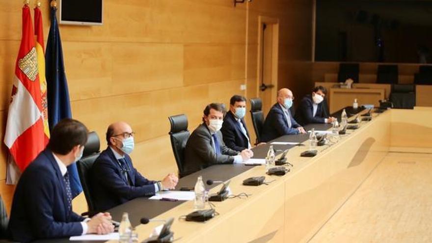 La Junta de Castilla y León anuncia que congelará el sueldo de Mañueco y de sus consejeros