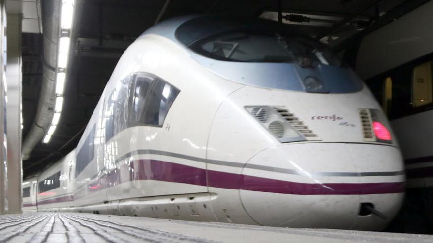 El servei d'AVE entre Barcelona i Madrid no estarà disponible fins a les 12 del migdia d'aquest dilluns
