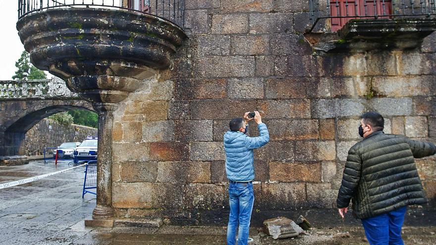 """Detectan el """"mal de la piedra"""" y oxidación en el balcón desprendido de Fefiñáns"""