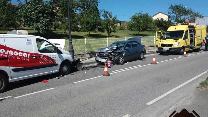 Dos heridos en un accidente de tráfico en Llanera