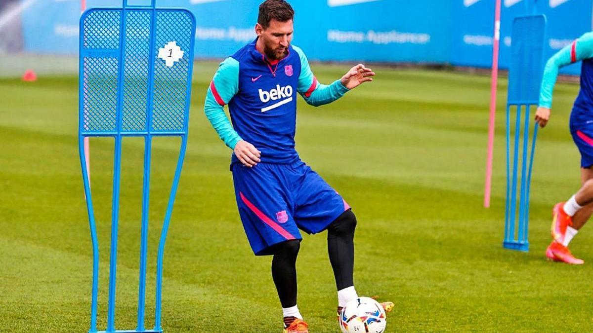 Leo Messi, durant l'entrenament que el Barça va realitzar ahir a la Ciutat Esportiva.