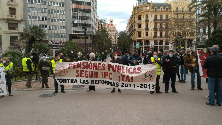 """Pensionistas defienden un sistema público """"digno y suficiente"""" frente a """"planes privados de empresa"""""""