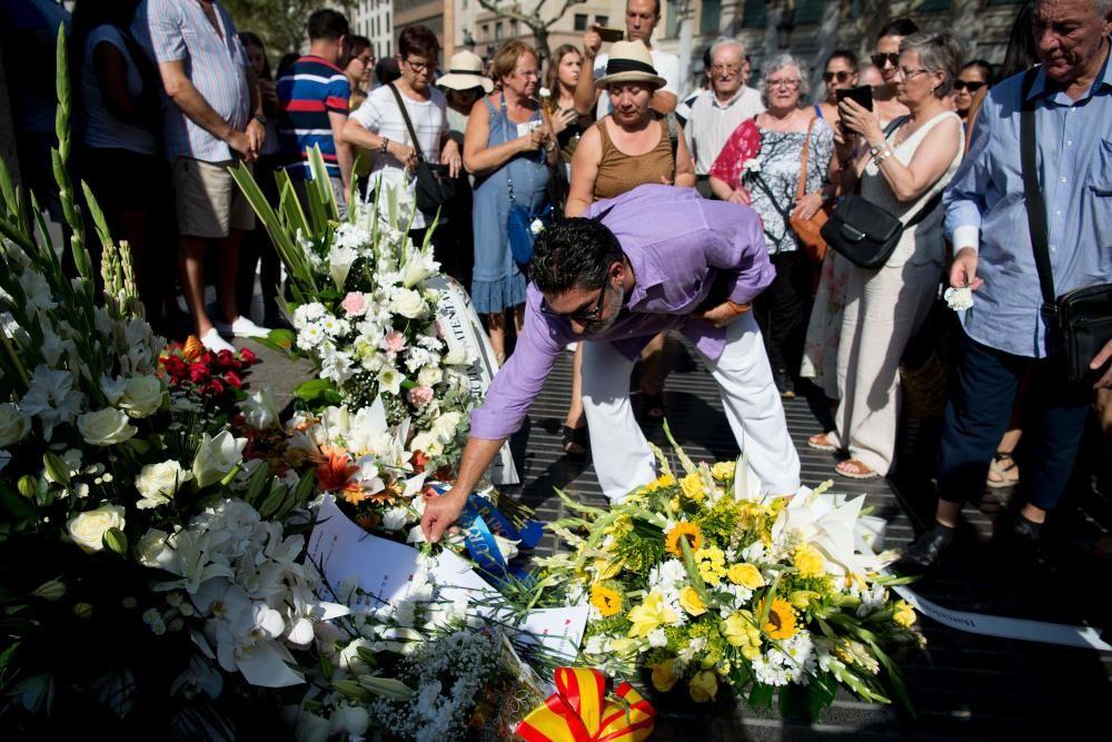 Homenaje en Las Ramblas a las víctimas de los atentados de Cataluña