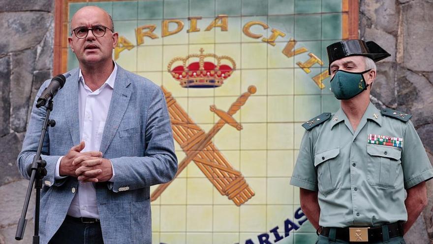 Anselmo Pestana, delegado del Gobierno en Canarias, informa sobre los avances de la investigación para hallar al hombre desaparecido con sus hijas.
