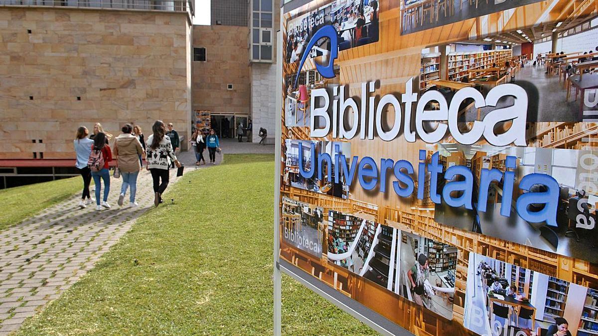 Entrada al edificio central de la Biblioteca Universitaria en el Campus de Tafira de la ULPGC. | | LP/DLP