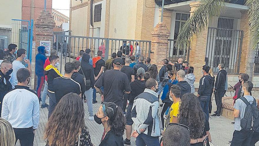 Los ultras del CF Gandia salen escoltados de Pego para evitar el choque con antifascistas
