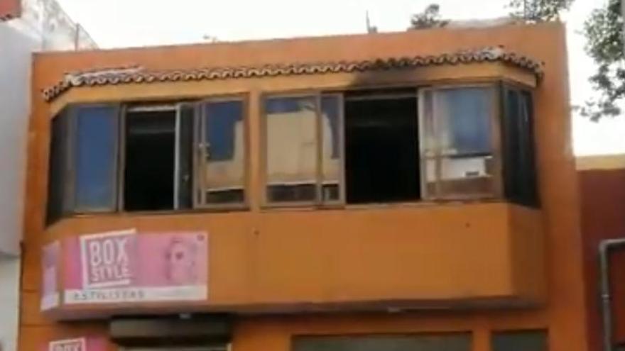 Un menor y dos personas mayores resultan afectados en el incendio de una casa en Tenerife
