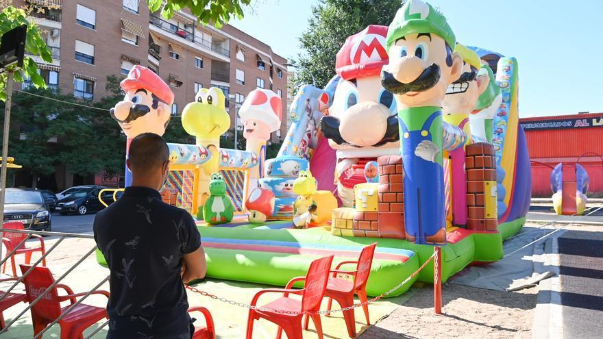 Los feriantes vuelven a instalar sus atracciones en los barrios de Badajoz