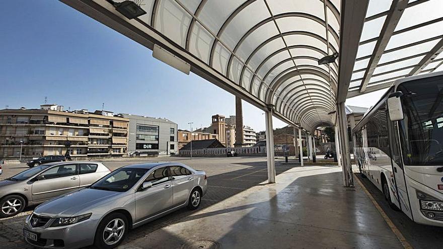 Els usuaris del bus interurbà tornen a reclamar tarifa plana per al pàrquing