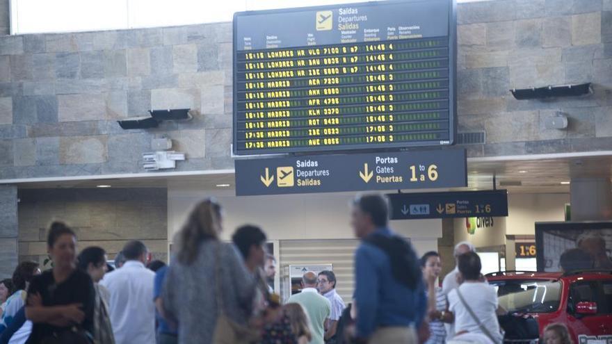 Alvedro y Lavacolla ganan pasajeros hasta mayo