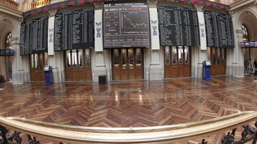 El Ibex cierra con ligeras subidas pese a la caída de Wall Street