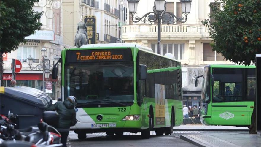 """UGT se muestra """"absolutamente en contra"""" de retirar autobuses del centro"""