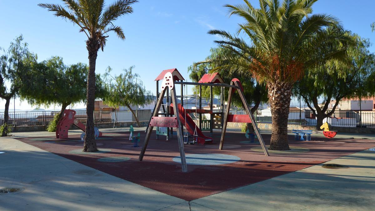 Agost invertirá 40.000 euros en mejorar los juegos infantiles, instalar aire acondicionado en el gimnasio y en otros proyectos