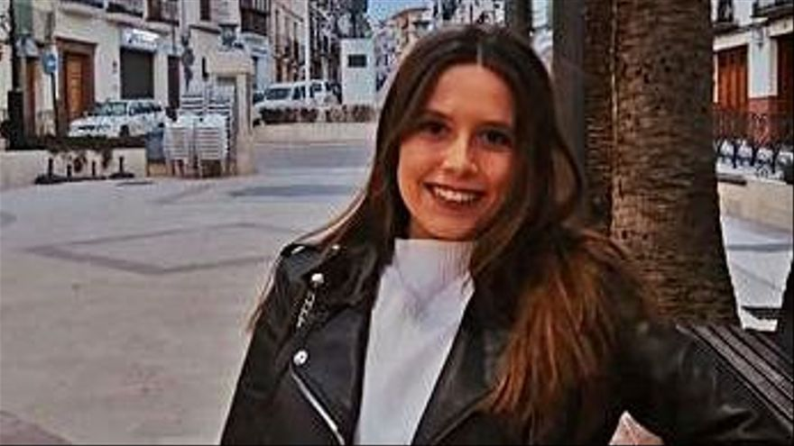 ISABEL BARRANCO. Almeriense afincada en Málaga, de 22 años, reconoce que ha podido estudiar la carrera de Periodismo gracias al apoyo de sus padres y a encontrar un alquiler decente en la ciudad. A falta de encontrar un trabajo estable, ve imposible emanciparse pronto.