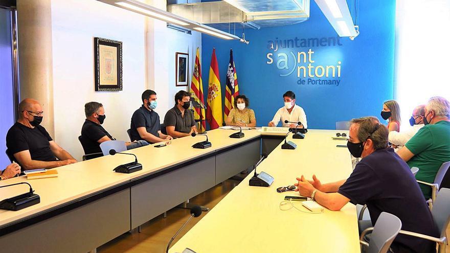 Sant Antoni explica a los hoteleros sus acciones para diversificar la oferta turística