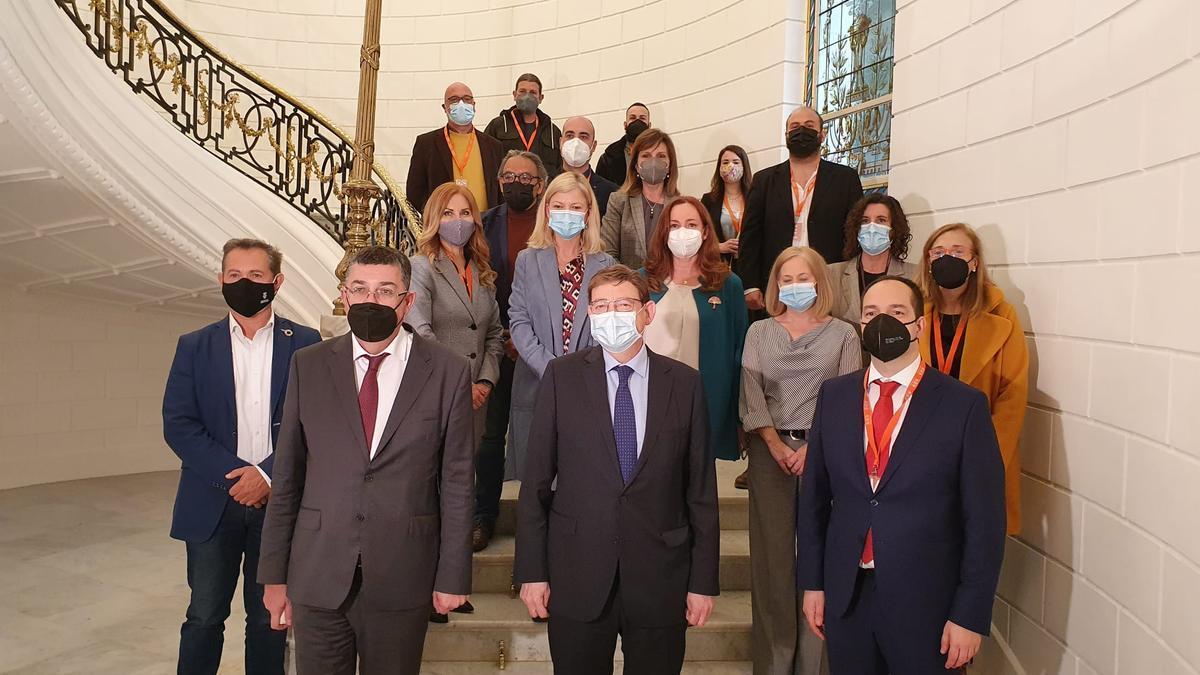 Dirigentes locales de Aldaia con Puig y Morera, entre otros